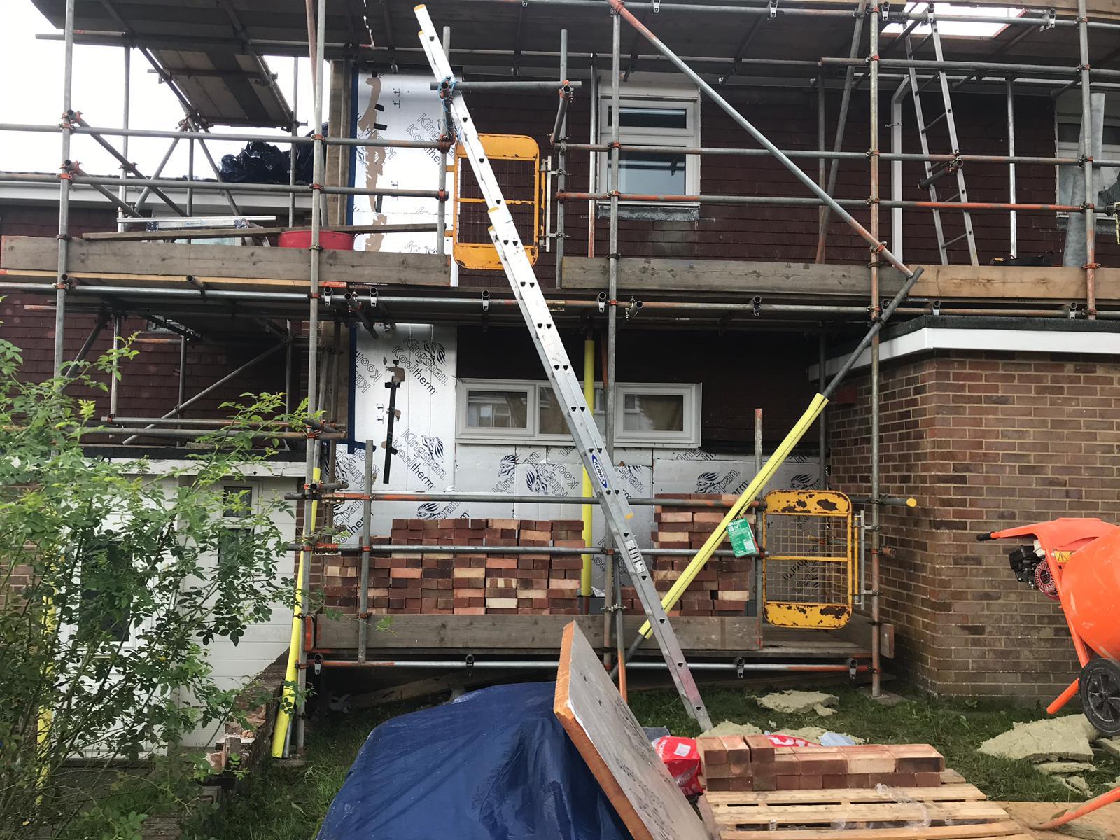 Exposed insulation during brick build